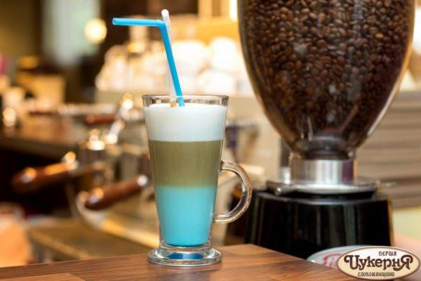 Коктейль кофейный с блю кюрасао