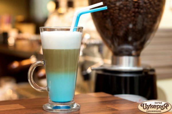 Коктейль кофейный с синим апельсином