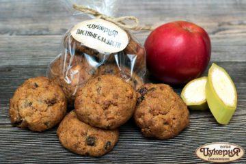 Постное печенье с фруктами и орехами