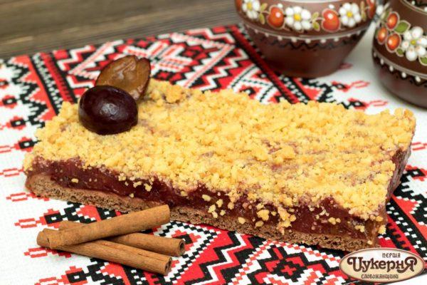 Венский пирог со сливой