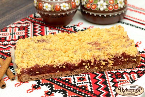 Вкусный пирог со сливой и тертой крошкой
