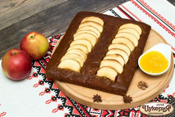 Коврижка постная с медом и яблоками