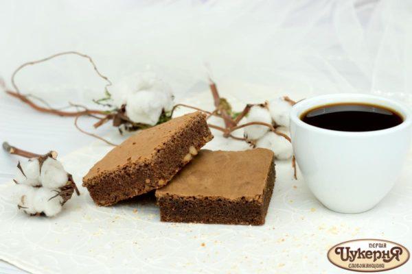 Брауни и чашечка кофе