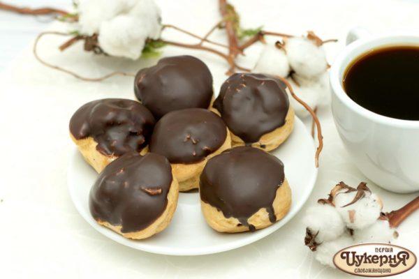 Профитроли - эклеры с шоколадом