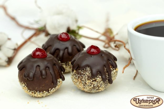 Пирожное шоколадное с фундуком