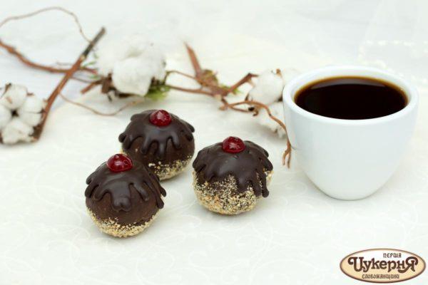Шоколадное пирожное с фундуком