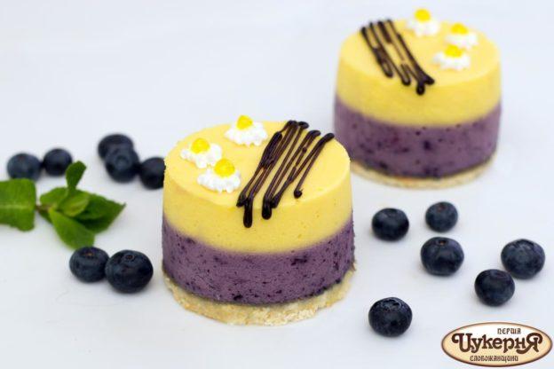 Творожный лимонно-черничный десерт