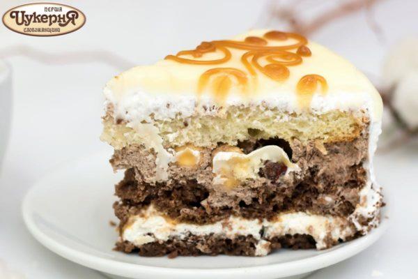 Кусочек орехового торта Мишель