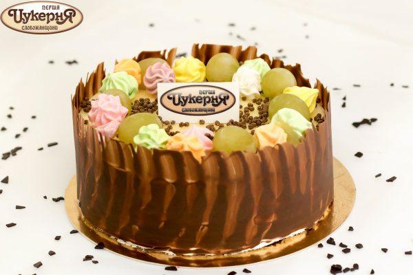 Торт шоколадный со свежим виноградом