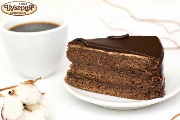 Шоколадный торт Театральный с чашкой кофе