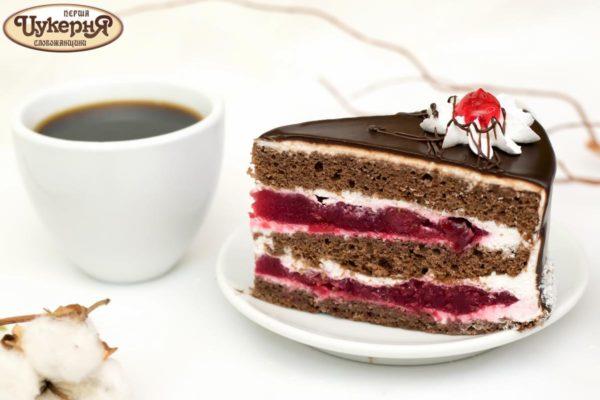 Торт вишневый и чашечка кофе