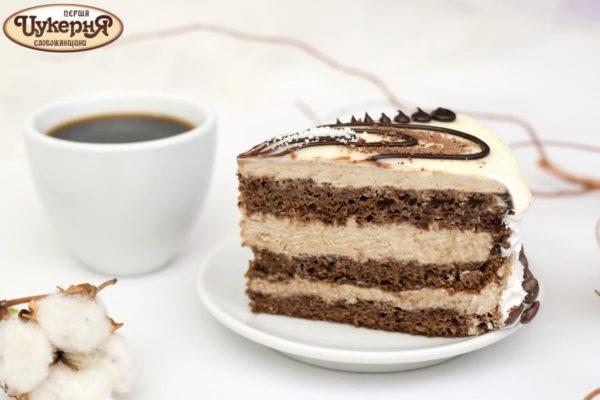 Кусочек торта с халвой к чаю