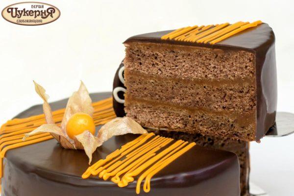 Шоколадный торт Захер на лопатке